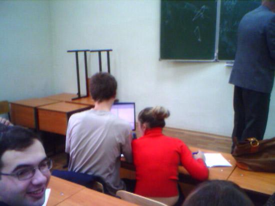 Студенты с ноутбуками-2