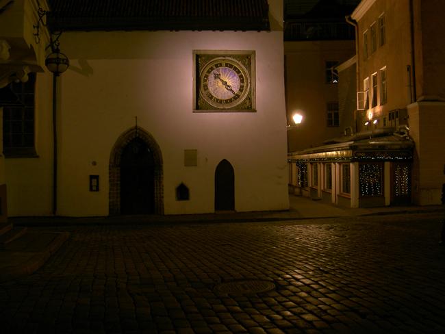 Никого вечером на улицах Таллина